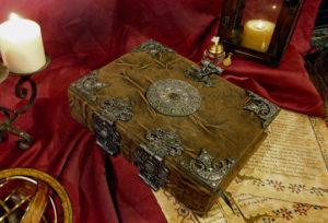 A prática de manter um Diário Mágico   Grimório   Livro das Sombras
